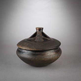 Lidded bowl  -  Lozi, Zambia  -  First half of 20th century
