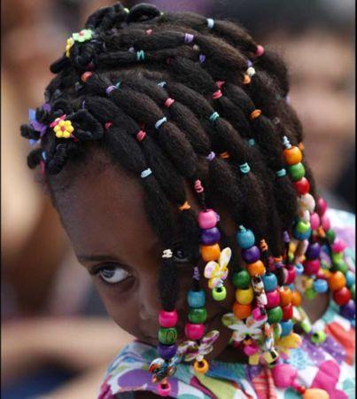 les 33 meilleures images du tableau coiffure afro petites filles sur pinterest coiffures afro. Black Bedroom Furniture Sets. Home Design Ideas