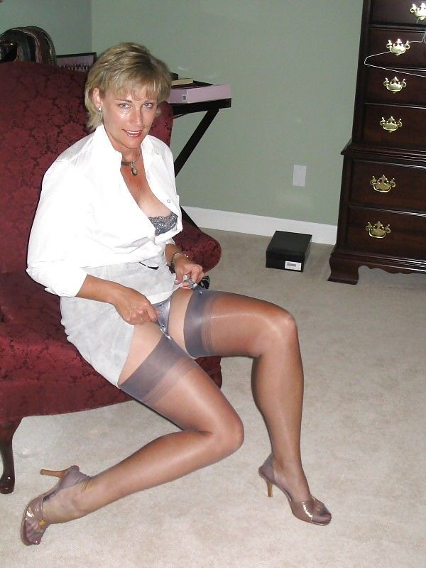 Can Amateur thigh high stocking tops with