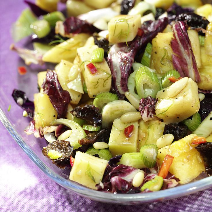 Ananas-Käse Salat mit Preiselbeersauce