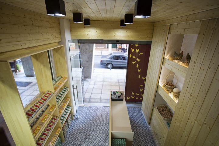 Интерьер магазина натуральных продуктов в стиле кантри