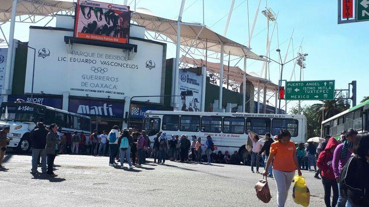 Normalitas bloquean crucero del estadio - e-oaxaca Periódico Digital de Oaxaca