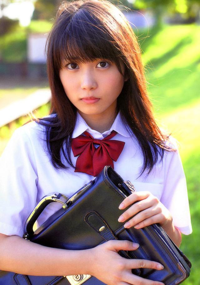 中学生服の志田未来の画像