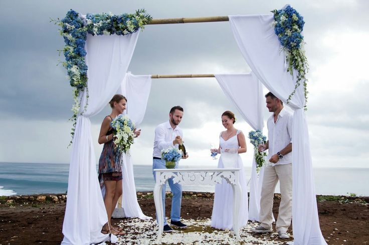 We can't decide which one we ❤ the most from this intimate clifftop wedding, the breathtaking view, the amazing couple or the beautiful setting. #weddinginbali #weddingdestination #clifftopwedding #balihappyevents #weddinginspirations #weddingideas #baliweddingplanner #baliweddings #baliweddingorganizer  #weddingplanners #weddingorganizer Drop us a message for a stress-free wedding planning experience. grazyna@balihappyevents.com (Europe) arsih@balihappyevents.com (Asia & Australia)