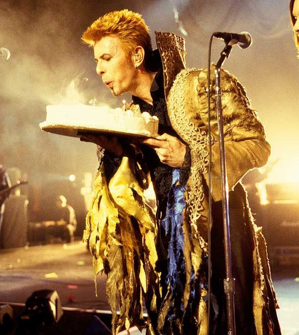 Bowie celebrating his 50th birthday while performing at Madison Square Garden in 1997 - I love the Labyrinth-esque outfit!