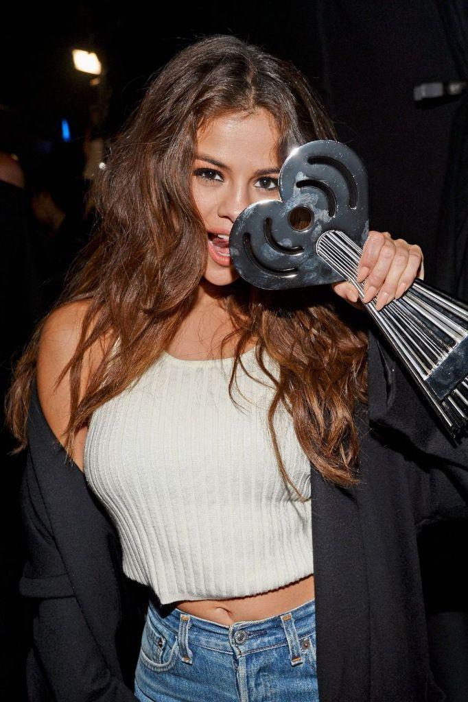 Selena Gomez – iHeartradio Music Awards in Los Angeles : Global Celebrtities (F) FunFunky.com