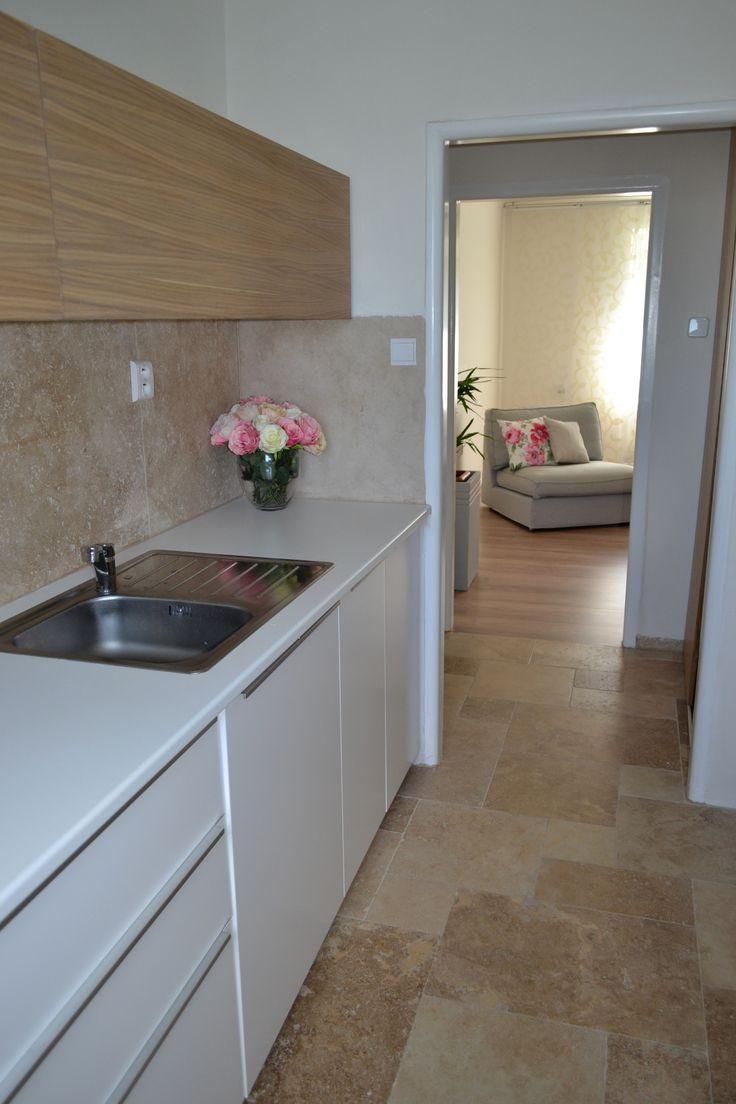Luxusní dlažba do kuchyně z přírodního kamene - travertin