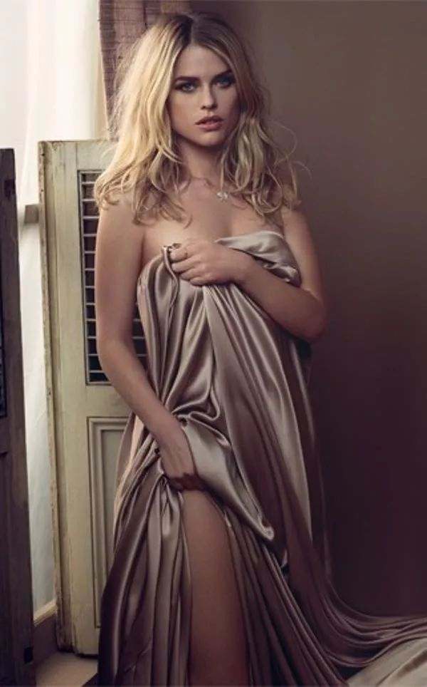 """Photos of Alice Eve, one of the hottest girls in movies and TV. Alice Eve is an English actress best known for her roles in """"She's Out of My League"""". She also played the role of Sophia in the HBO series """"Entourage,"""" which later starred Sasha Gray as herself. Alice Eve has o..."""