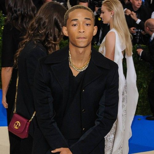 "Film-News.co.uk Newsdesk   Jaden Smith has criticised staff at a top Toronto, Canada hotel after alleging his breakfast was ""spiked"" with cheese. The Karate Kid actor, the son of Hollywood stars Will Smith and Jada Pinkett Smith, had been residing at the Four Seasons hotel while..."