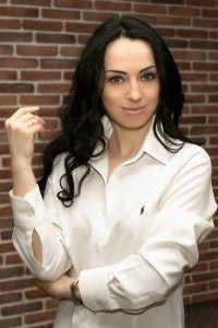 """На страницах журнала """"Chercher la femme""""реабилитолог, диетолог,  консультант по здоровому образу жизни  Мария Сокол поделится секретом, почему женщины так безудержно любят сладкое."""
