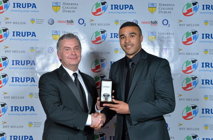 Simon Zebo receives the Newstalk106fm Supporter's Player of the Year from Garrett Harte.  This award was voted for by listeners of Off the Ball.