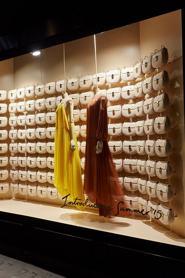 "(A través de CASA REINAL) >>>> SELFRIDGES, London, UK, ""Introducing Summer by Chloé"", project by Chameleon Visual Ltd.,London, UK, pinned by Ton van der Veer"