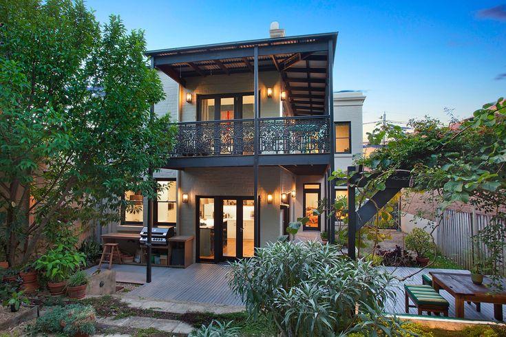 Ultra spacious living with sunny garden