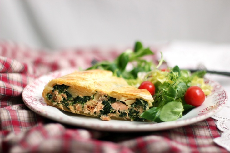 Salmon and Spinach Torte....sounds delish!!    http://cookinginsens.wordpress.com/2012/01/21/salmon-and-spinach-torte/