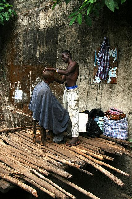 Haircut In Freetown Sierra Leone Photo By Adam Cohn #Africa, #pinsland, https://apps.facebook.com/yangutu