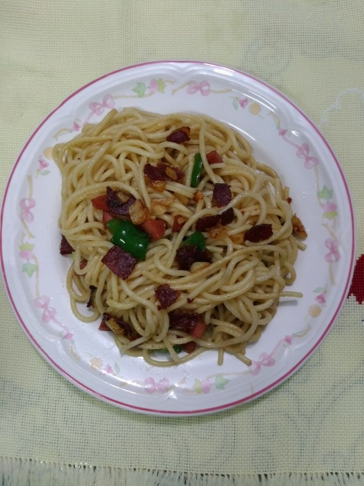 Garlic spagetti with smoked beef, sausage & green bell pepper