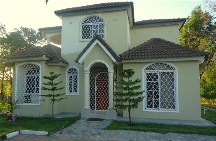 Villa in vendita sulle colline di Sosua Dominican Republic Stato: In Vendita Listing #: v-12061 LG  Prezzo : U$160,000 Camere: 4 Bagni: 4 Appartamenti: 1 Area di Costruzione (piedi quadrati): 2368 / sq Meters: 220 Misure del Terreno (piedi quadrati): 9731 / sq Meters: 904