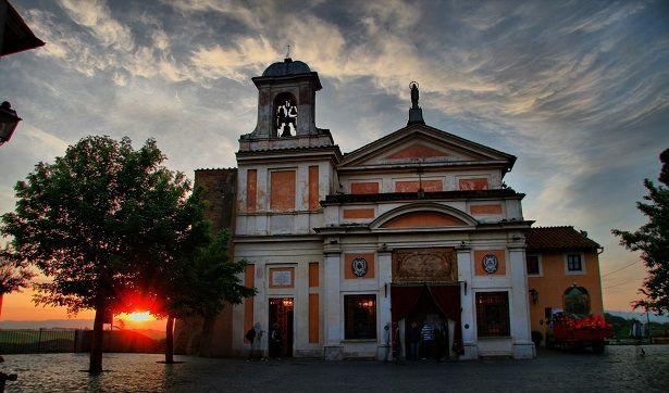 Andiamo insieme al Santuario del Divino Amore, dove... 'la Madonna fa le grazie a tutte le ore'