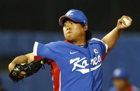 South Korean pitcher Ryu Hyun-jin has landed a 25.7 million bid from the Los Angeles Dodgers, who have 30 days to negotiate a contract with the Hanwha Eagles player, the National League team said on Saturday.