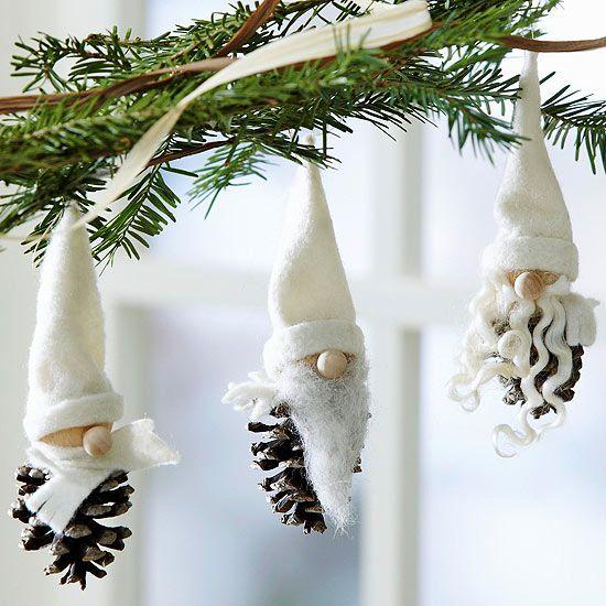 Weihnachten baumschmuck-Zapfen basteln-Zwerge Gnom-weiße Zwergenmütze