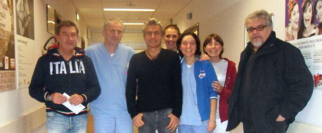 Ligabue in visita al reparto di ematologia dell'Arcispedale Santa Maria Nuova di Reggio Emilia. Grazie Liga! http://bit.ly/1HvCa1V
