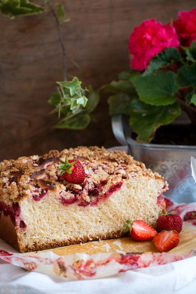 Drożdżówka z truskawkami i kokosową kruszonką, yeast cake with strawberries and coconut crumble #drożdżówka #yeast #truskawki #strawberry #yeastcake