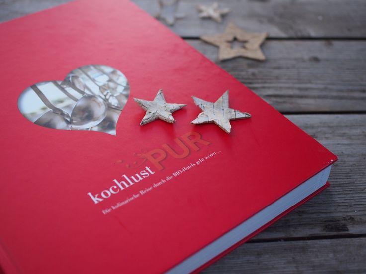 Die Geschenkidee für Weihnachten: Die Köche der #biohotels lassen sich in ihre Töpfe schauen: Das #Kochbuch der BIO HOTLES. Jetzt online bestellen!! http://www.biohotels.info/de/ueber-uns/geschenke/kochlust-pur/