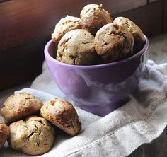 Biscotti proteici con semi di canapa ricchi di grassi polinsaturi fibre ed antiossidanti sono da considerare un ottima idea a colazione