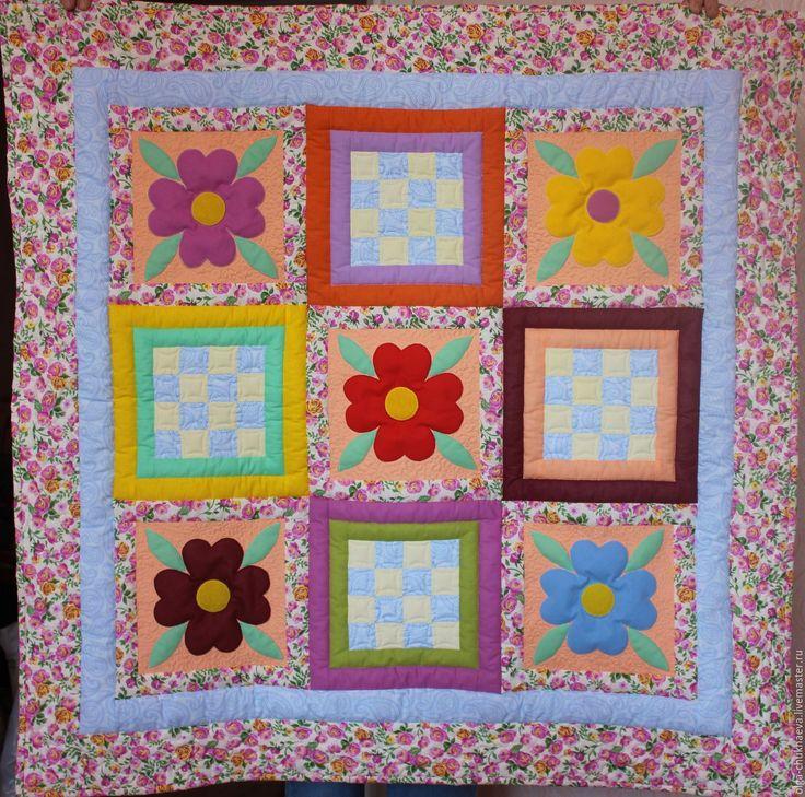 """Купить Детское лоскутное """"Цветочная полянка"""" одеяло, плед, игровой коврик - комбинированный"""
