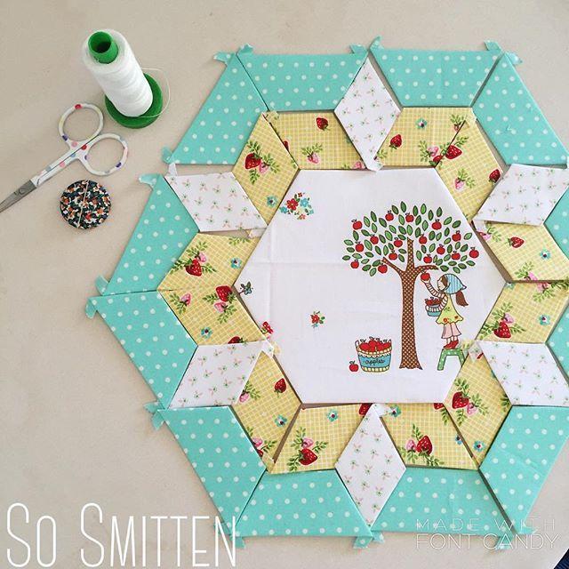 Beautiful paper piecing featuring Tasha Noel's Simple Life fabric collection #iloverileyblake #FabricIsMyFun