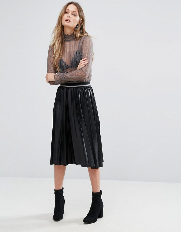 Get this Vero Moda's knee skirt now! Click for more details. Worldwide shipping. Vero Moda Coated Pleated Midi Skirt - Black: Midi skirt by Vero Moda, Pleated woven fabric, Coated finish, High rise, Stretch waistband, Regular fit - true to size, Machine wash, 100% Polyester, Our model wears a UK 8/EU 36/US 4 and is 170 cm/5'7� tall.  (falda por la rodilla, rodilla, rodillas, medio largo, media pierna, knee-length, knee length, 3 / 4 length, midi skirt, mid-rise, longuette por la rodilla…