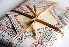 http://elizabethjoandesigns.com/gift-wrapping-ideas/
