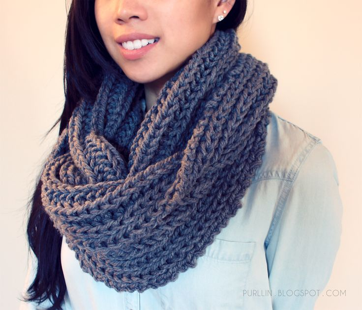 FREE easy beginner knitting pattern for a chunky knit grey infinity circle scarf : )