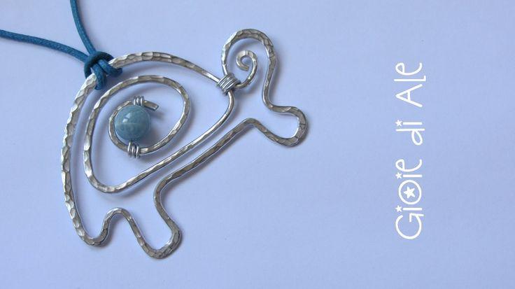 Pendente tartaruga in alluminio e acquamarina milk #gioiediale #lemaddine #lemaddinecreano #bijouxhandmade #handmadejewelry #bijoux #gioie_di_ale #pendente #jewels #pendant #wire #acquamarina #tartaruga #turtle
