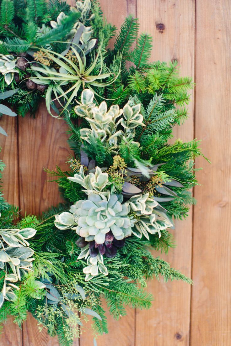 modern succulent wreath for the holidays Photography: Meg Perotti www.megperotti.com
