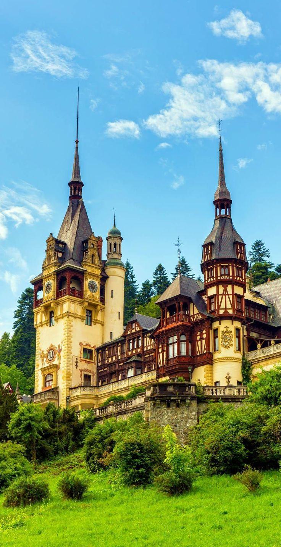 Castillo de Peles es un castillo neorrenacentista en los Cárpatos, cerca de Sinaia, Rumania