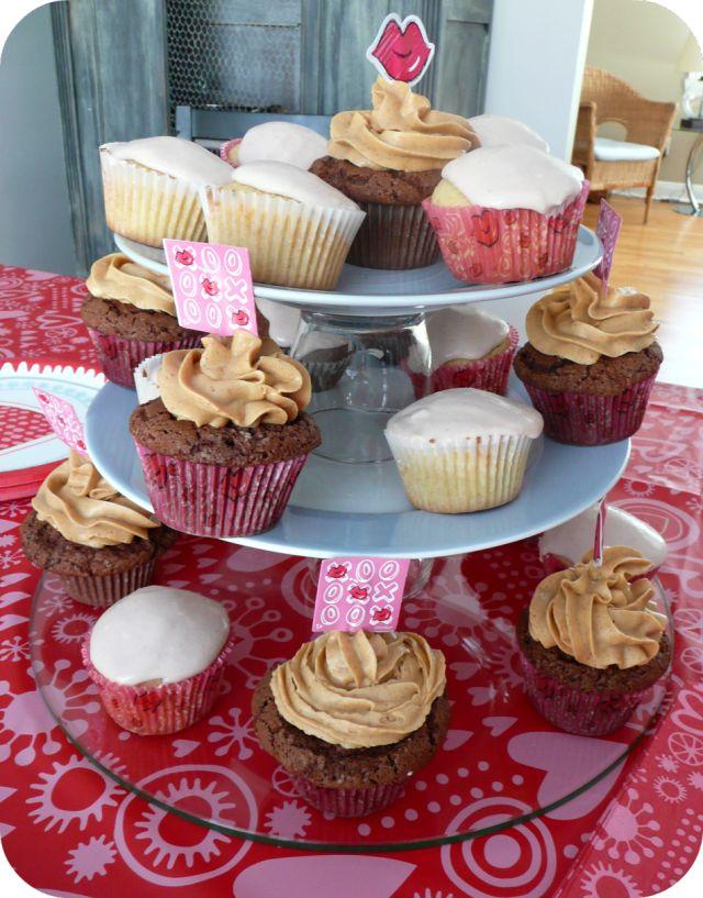 Cupcakes vanille ou chocolat: glaçage framboise chocolat blanc ou beurre d'arachide