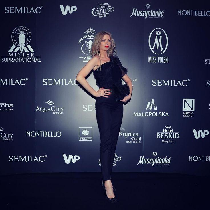 #polishgirl #blondegirl #elegant #elegance #ootd #olfaktoriaootd #selfie #semilac #semigirls #redlips  @semilac