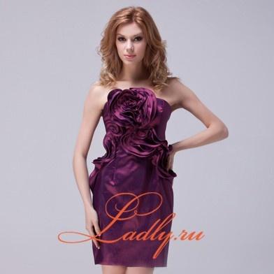 Короткое платье из тафты с цветочной отделкой