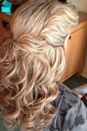20+ Easy Styles for Curly Hair