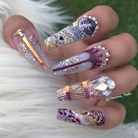 Pretty bling nail art on coffin shaped nails | nail art with glitter and rhinestones | decorado de unas | ongles | acrylic and gel nails