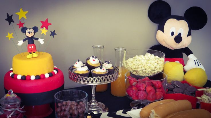 Mickey Mouse party table