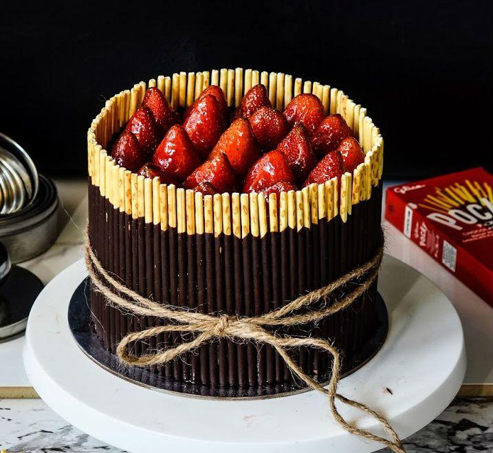 Grown up version of kitkat cake TRIPLE CHOC MOUSSE POCKY CAKE - #cake, #mousse, #valentine