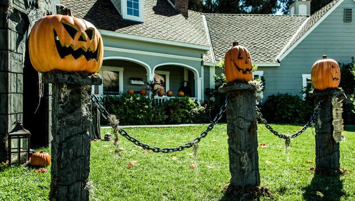 How to: DIY Pumpkin Fence Pillars! We can't stress enough how easy this is to do. Crafted by @paigehemmis on Home and Family!