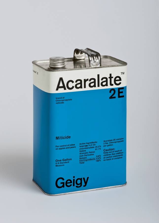 This Acaralete 2E cannister by Markus Löw played with the same motif found in Schmid's medicine packaging.