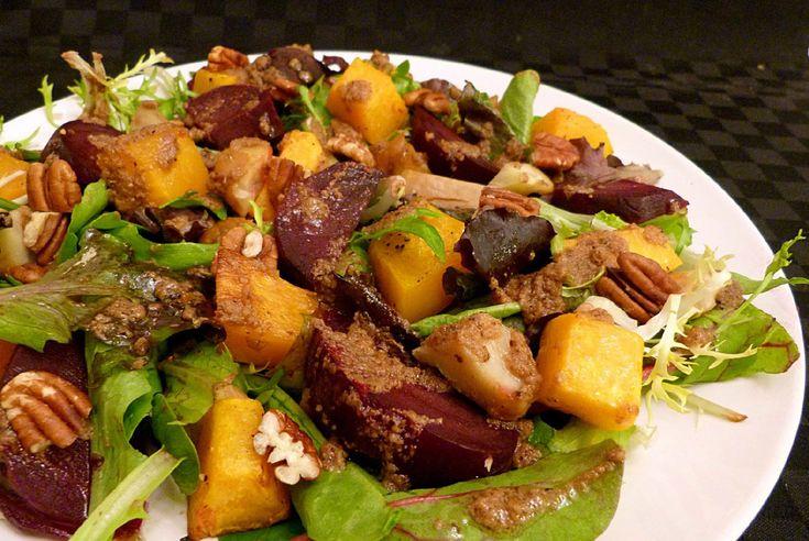 De herfst staat voor de deur en daarom is het tijd voor een heerlijk herfst salade! Deze Kastanje Pompoen Salade past helemaal in het plaatje!