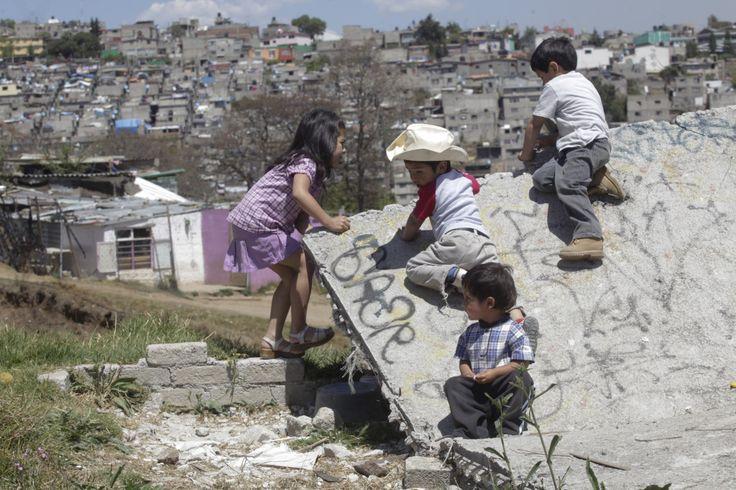 """Estado de """"bienestar""""  En México, sólo uno de cada seis niños vive en estado de bienestar.... http://www.educacionyculturaaz.com/noticias/en-mexico-solo-uno-de-cada-seis-ninos-vive-en-estado-de-bienestar"""