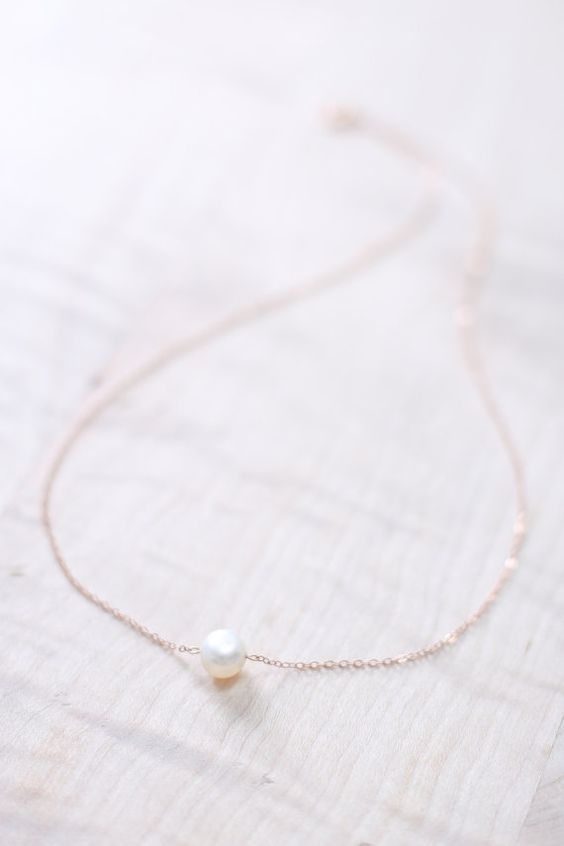 """Rose Gold Pearl Necklace 