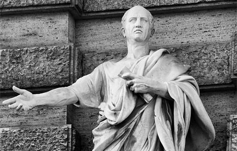 Cicerone sospinse l'eloquenza all'apice (....) Ecco come la maestà della lingua latina fu corrotta da coloro che la vollero più ingrandire; poiché essi invece d'imitare.  Cicerone, ed unire la forza del sentimento alle grazie dello stile; la facondia alla precisione; la coltura, e l'eleganza alla chiarezza e semplicità; invece sublimarono il manierato, traendo l'eloquenza non dal florido seno della natura conosciuta, ma bensì da quello tenebroso dell'arida metafisica della simbolica natura.
