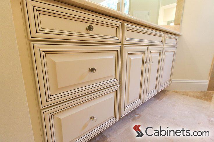 Springfield Maple Antique White Chocolate Glaze vanity cabinet for this spa-like master bathroom. #antiquewhite